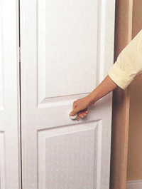 Установка складывающейся двери гардероба
