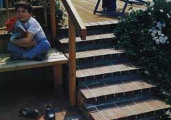Красивый сад: лестница на террасу